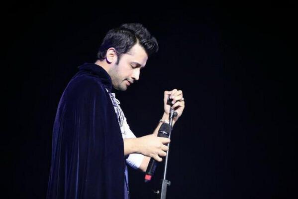atif-aslam-london-concert2013.2