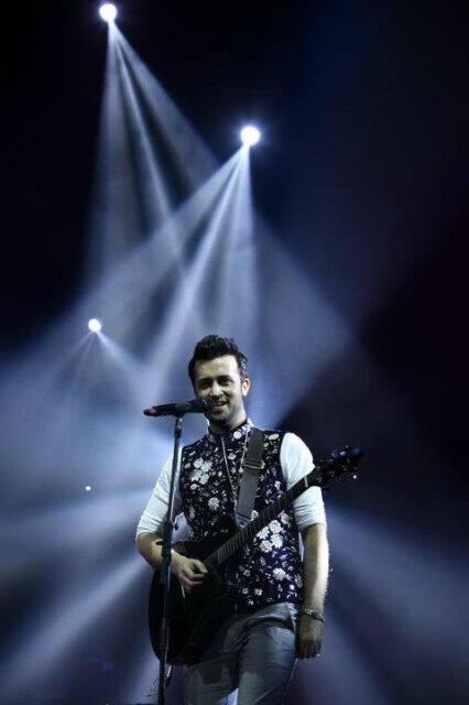 atif-aslam-london-concert2013.4