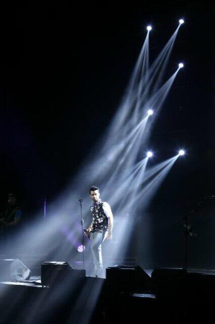 atif-aslam-london-concert2013.5