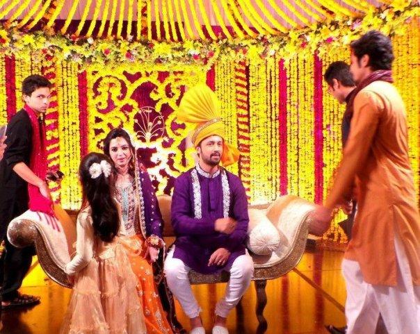 atif-aslam-weds-sara-bharwana-mehndi-pics-10