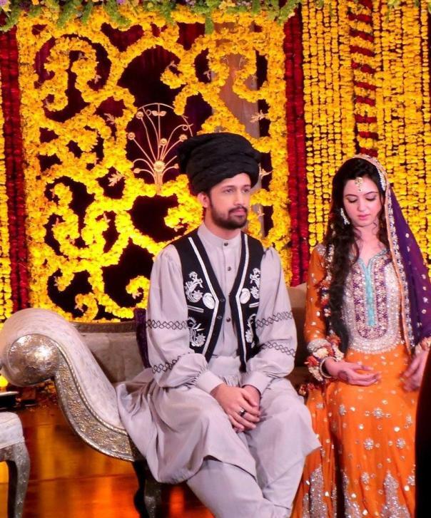 atif-aslam-weds-sara-bharwana-mehndi-pics-12