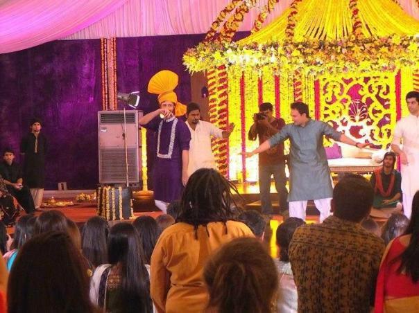 atif-aslam-weds-sara-bharwana-mehndi-pics-13