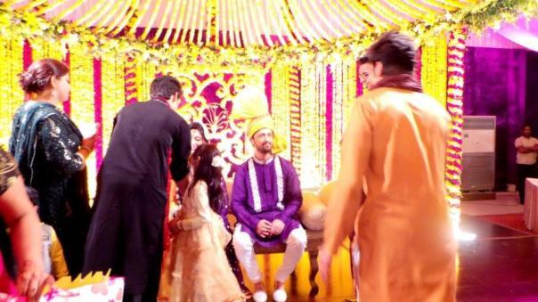 atif-aslam-weds-sara-bharwana-mehndi-pics-7