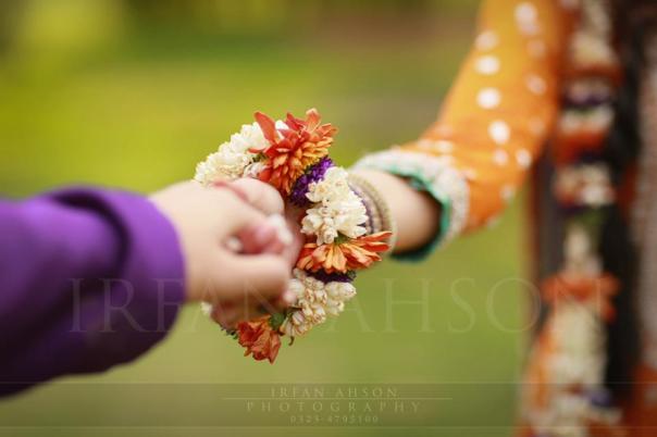atif-aslam-weds-sara-bharwana-mehndi-pictures