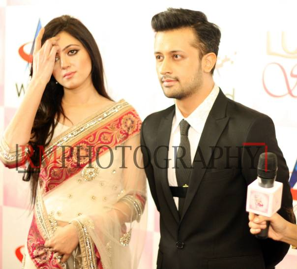 Atif-Aslam-&-Sarah-Aslam-at-Lux-Style-Awards-2013-2048x1850