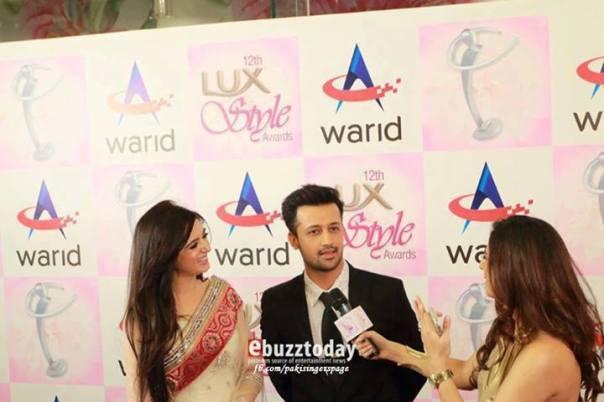 Atif-Aslam-&-Sarah-Aslam-at-Lux-Style-Awards-2013-4