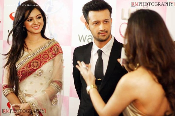 Atif-Aslam-&-Sarah-Aslam-at-Lux-Style-Awards-2013-6