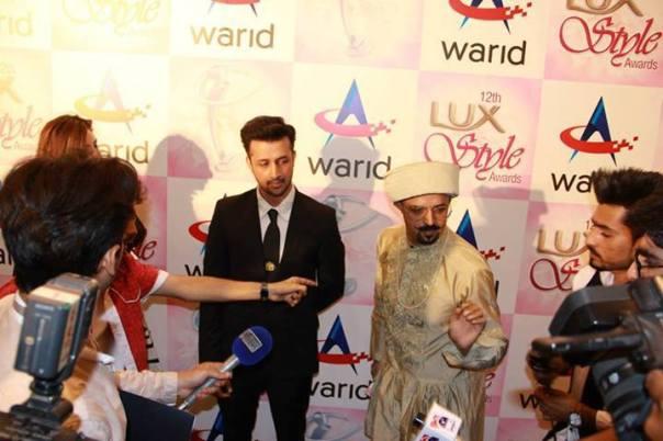 Atif-Aslam-&-Shahbaz-Aslam-at-Lux-Style-Awards-2013